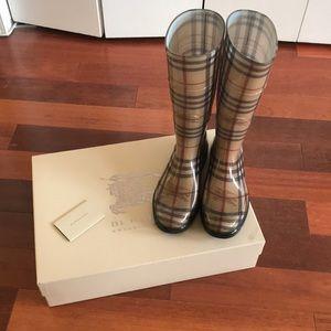 Burberry classic rain boot 100% authentic